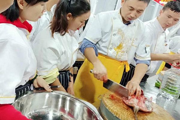 学厨师的什么年龄最合适