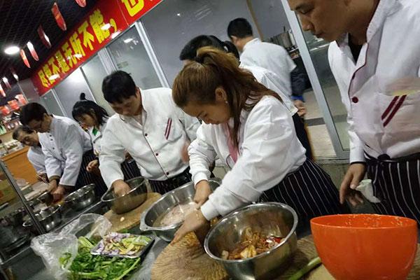 女厨师工资一般多少
